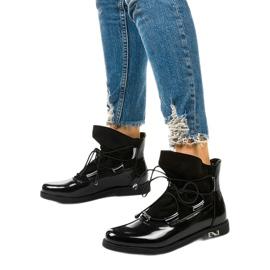 Czarne sznurowane botki Merela 3