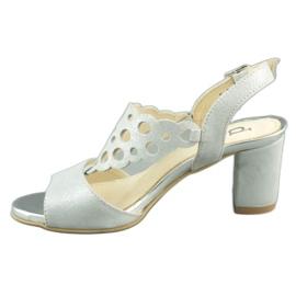 Dolce Pietro Zamszowe sandały damskie na słupku 2083 biało-srebrne białe srebrny wielokolorowe 1