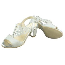 Dolce Pietro Zamszowe sandały damskie na słupku 2083 biało-srebrne białe srebrny wielokolorowe 3