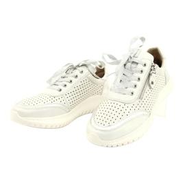 Caprice buty sportowe wiązane tęg.H 23750 white comb białe srebrny 2