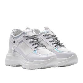 Białe sneakersy na grubej podeszwie Johana 4