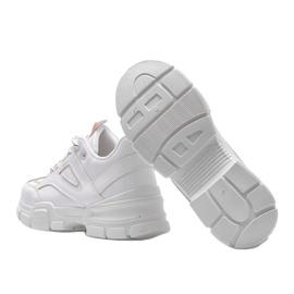 Białe sneakersy sportowe Christy 3