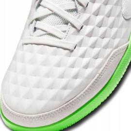 Buty piłkarskie Nike Tiempo Legend 8 Academy Ic M AT6099-030 białe białe 6