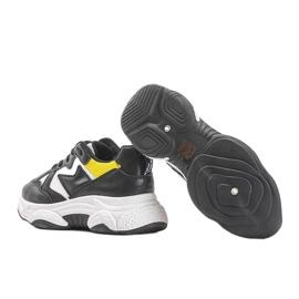 Białe sneakersy sportowe Aubrie czarne 2