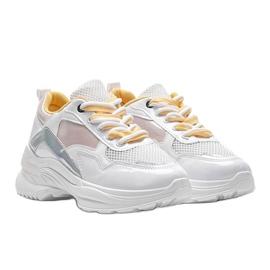 Białe sneakersy z holograficznymi wstawkami Karlie różowe 1