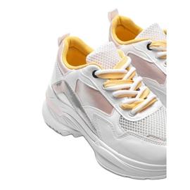 Białe sneakersy z holograficznymi wstawkami Karlie różowe 3