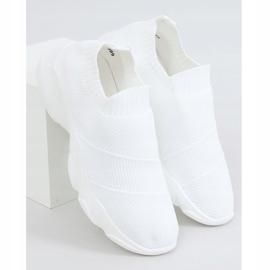 Buty sportowe skarpetkowe białe NB399 White 1
