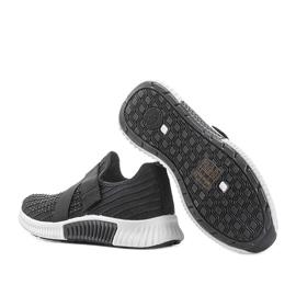 Czarne obuwie sportowe wsuwane Akira 1