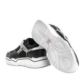 Czarne sneakersy na grubej podeszwie z motywem skóry węża Anika 1