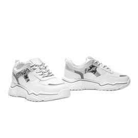 Białe sneakersy na grubej podeszwie z motywem skóry węża Anika 1