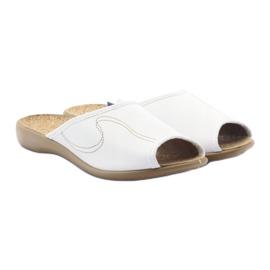 Befado obuwie damskie kapcie klapki 254d058 białe 4