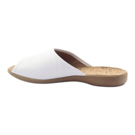Befado obuwie damskie kapcie klapki 254d058 białe 2