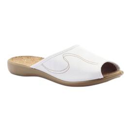 Befado obuwie damskie kapcie klapki 254d058 białe 1