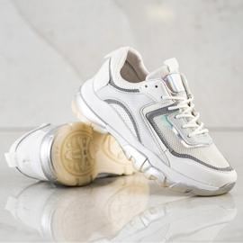 Ideal Shoes Sneakersy Z Brokatową Wstawką białe 2