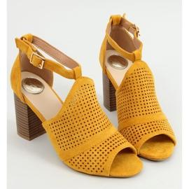 Sandałki na obcasie open toe miodowe CZ-10220 Yellow żółte 1