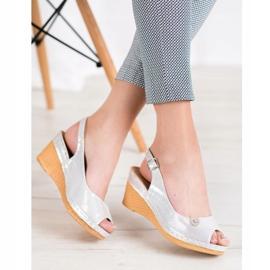 Błyszczące Sandały Na Koturnie VINCEZA szare 1