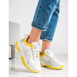 Ideal Shoes Sneakersy Na Żółtej Platformie białe 2