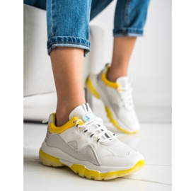 Ideal Shoes Sneakersy Na Żółtej Platformie białe 1
