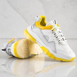 Ideal Shoes Sneakersy Na Żółtej Platformie białe 3