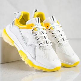 Ideal Shoes Sneakersy Na Żółtej Platformie białe 4