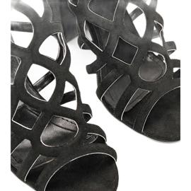 Czarne sandałki ażurowe na słupku Imani 2