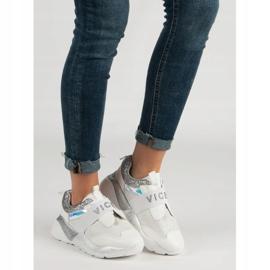 Wsuwane Buty Sportowe VICES białe 5