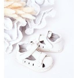Apawwa Dziecięce Sandałki Na Rzepy Białe Flowers 1