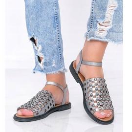 Szare metaliczne sandały z ćwiekami Luxy 1