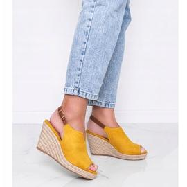 Musztardowe sandały na koturnie Lindy żółte 1
