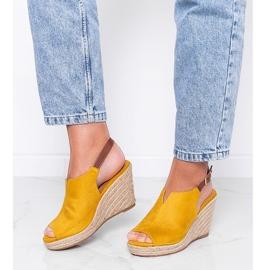 Musztardowe sandały na koturnie Lindy żółte 2