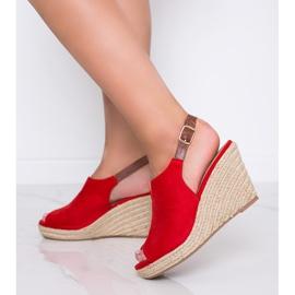 Czerwone sandały na koturnie Lindy 2