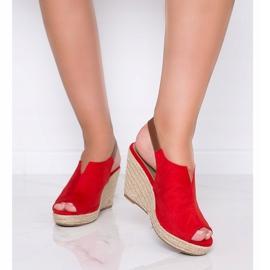 Czerwone sandały na koturnie Lindy 1