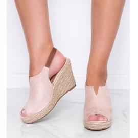 Beżowe sandały na koturnie Lindy beżowy 1