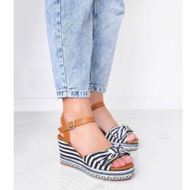Niebiesko białe sandały na koturnie Dulce niebieskie 1