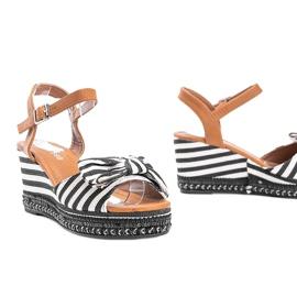 Czarno białe sandały na koturnie Dulce czarne 1