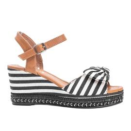 Czarno białe sandały na koturnie Dulce czarne 3