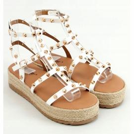 Sandałki espadryle z ćwiekami białe ME01 White 1