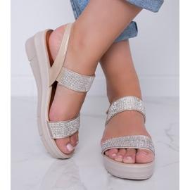 Beżowe sandały na koturnie Sweet Rasp beżowy 3