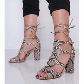 Camelowe sandały na słupku w motywie skóry węża Gold Jungle brązowe 2