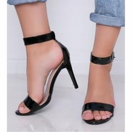 Czarne lakierowane sandały na szpilce Be My Baby 1