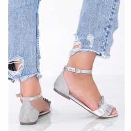 Szare sandały z falbanką Bora srebrny 2