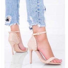 Beżowe sandały na szpilce z falbanką Good Night beżowy 2