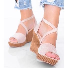 Beżowe sandały na koturnie Leslie beżowy 2