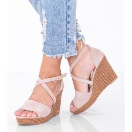 Beżowe sandały na koturnie Leslie beżowy 1