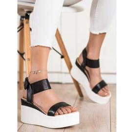 Small Swan Sandałki Na Koturnie Fashion czarne 2