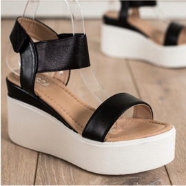 Small Swan Sandałki Na Koturnie Fashion czarne 1