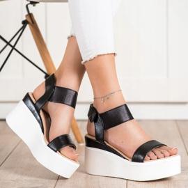 Small Swan Sandałki Na Koturnie Fashion czarne 4