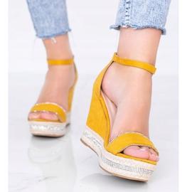Musztardowe sandały na koturnie z cyrkoniami Sun Sparrow żółte 1