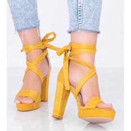 Musztardowe sandały wiązane Ginny żółte 1