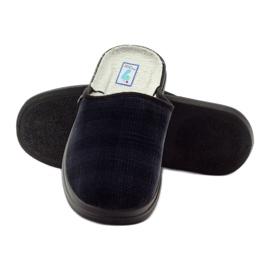 Befado obuwie męskie zdrowotne kapcie klapki 125M010 granatowe 4